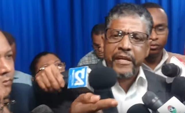 Ramón Ramírez, hermano de Yuniol, calificó de irresponsables y políticas las declaraciones de la fiscal Olga Diná Llaverías, quien informó que las investigaciones preliminaron arrojaron que el desaparecido abogado extorsionaba al director de la OMSA.