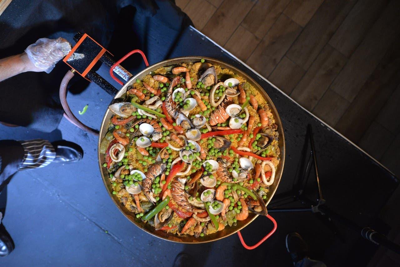 Ofrecen cooking show de paellas con sabor a Valencia