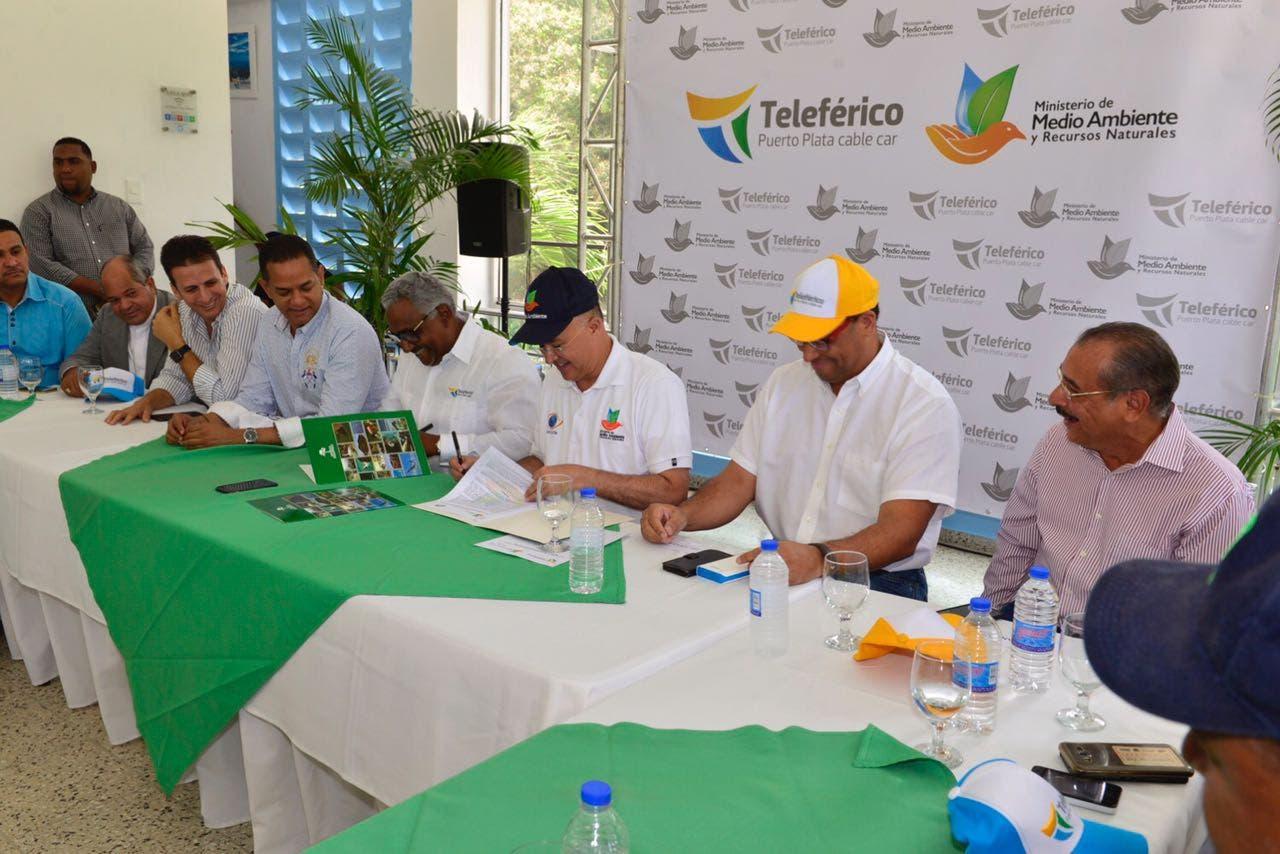 Medio Ambiente y Patronato Teleférico mejorarán protección Loma Isabel de Torres