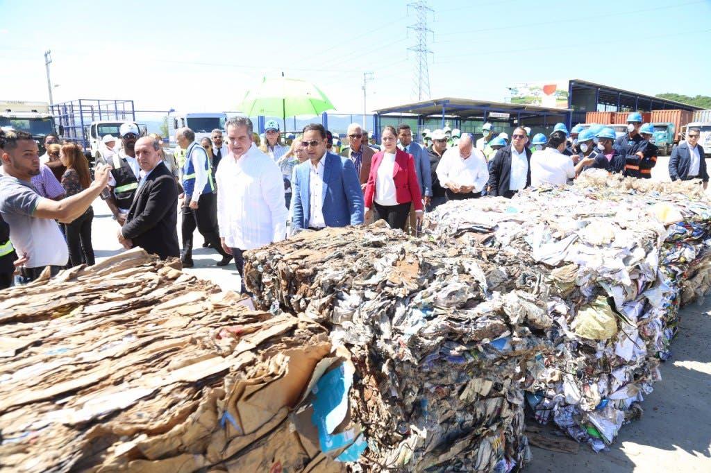 Abel Martínez anuncia que la basura que produce Santiago se procesará de manera automatizada