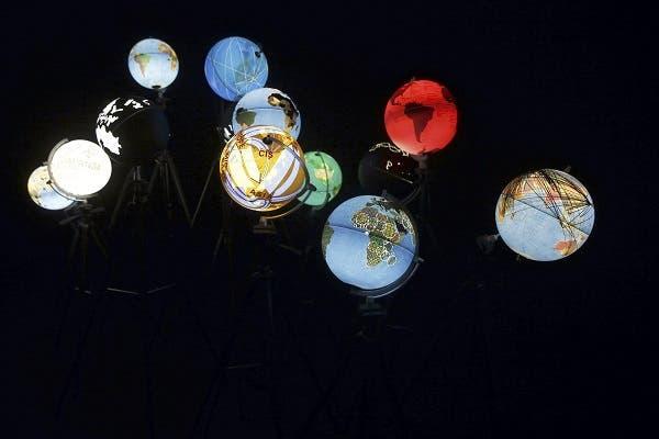 """Vista de la exposición """"Big Bang Data"""", una muestra que acerca al público en el Espacio Telefónica, al fenómeno de los datos masivos desde una perspectiva social, cultural y política. Organizada por la Fundación Telefónica y el Centro de Cultura Contemporánea de Barcelona (CCCB), donde se ha exhibido anteriormente con gran éxito, la exposición está formada por cerca de setenta piezas. EFE/Javier Lizón"""