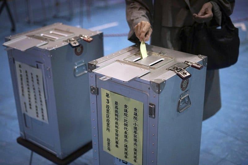 Japón vota para renovar su cámara baja