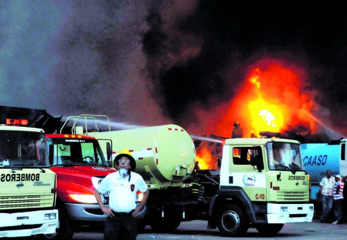Incendio destruye almacén de distribución tiendas Plaza Lama