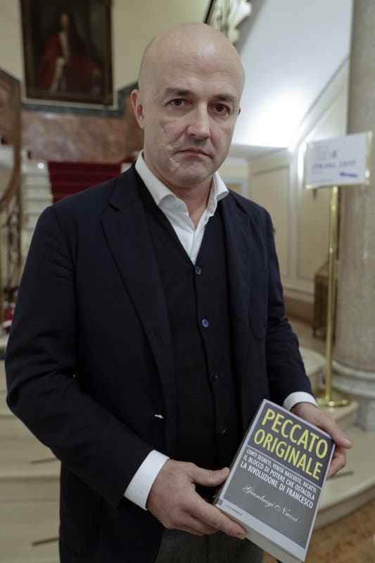 Nuevo libro habla de sexo gay en seminario juvenil vaticano