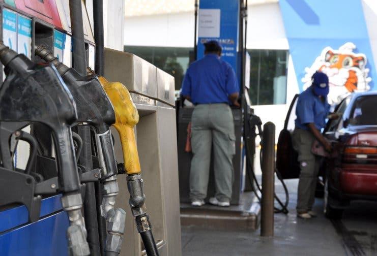 Combustibles bajan entre 2 y 3 pesos, sube el gasoil