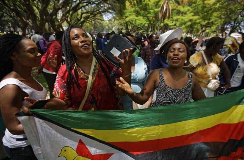 Exvicepresidente de Zimbabue pide a Mugabe que renuncie ya