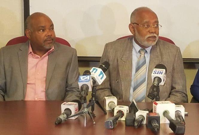 Wilson Roa (a la derecha), aspirante y ganador de las elecciones del Colegio Médico Dominicano (CMD).