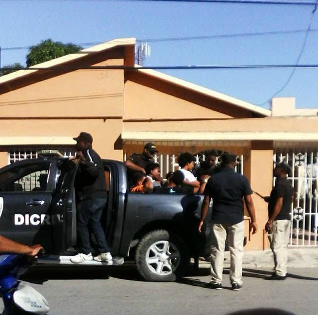 Bajo arresto dos que robaron en una villa  de Casa de Campo