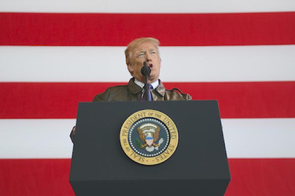 A su llegada a Japón, Trump lanza una advertencia a Corea del Norte