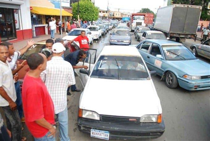 Advierte sector choferil no tolerará más aumento en los precios de los combustibles