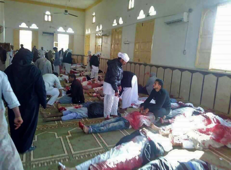 Al menos 235 muertos en ataque terrorista a fieles en mezquita de Sinaí