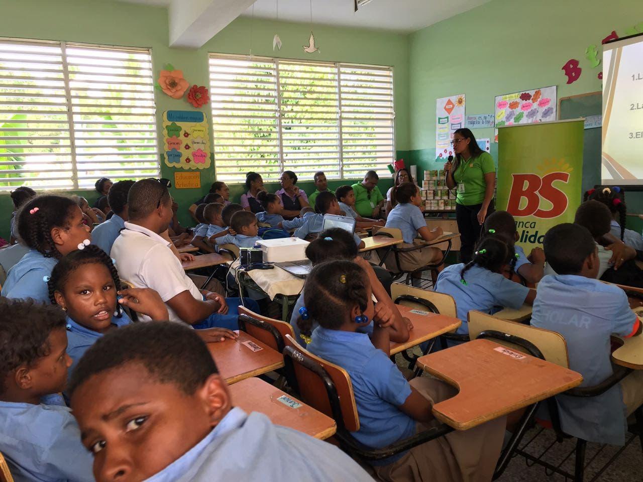 Banca Solidaria inculca el ahorro  a los estudiantes en las escuelas