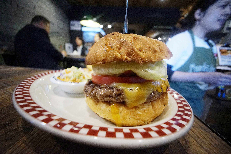 ¿Ya viste la nueva hamburguesa al estilo Donald Trump?