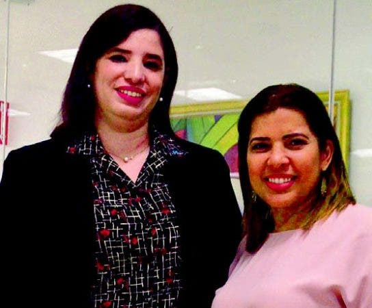 Adriana Oliart y Cynthia Modesto, gerente de Relaciones Públicas de