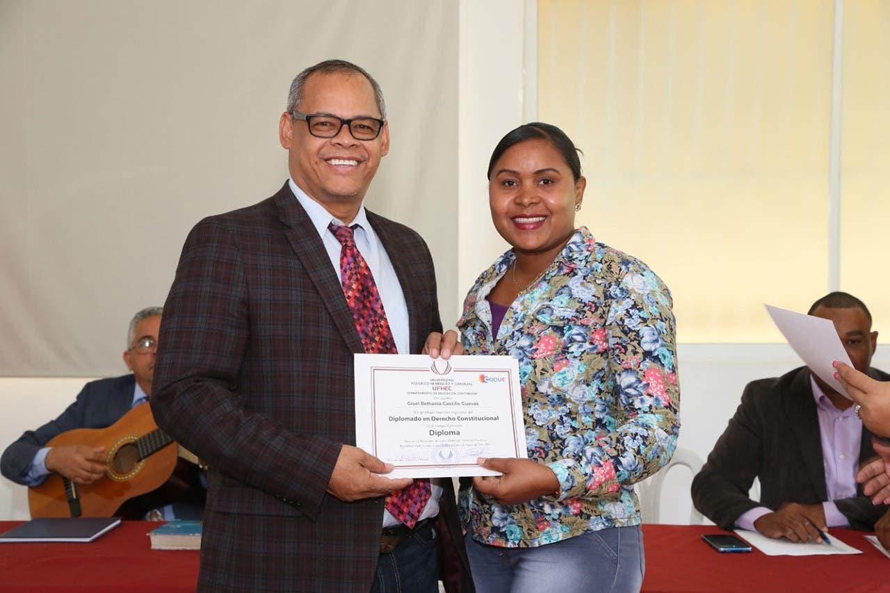 CODUE entrega certificados diplomados en derecho constitucional y técnica de enseñanza