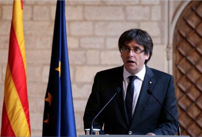 Fiscalía española avisa a Puigdemont que su inmunidad no evitará la cárcel