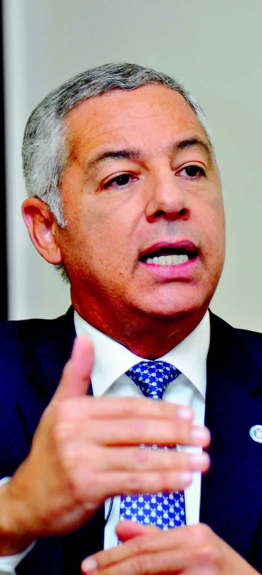 Donald Guerrero, ministro de Hacienda, defendió planes sociales del Gobierno para reducir pobreza