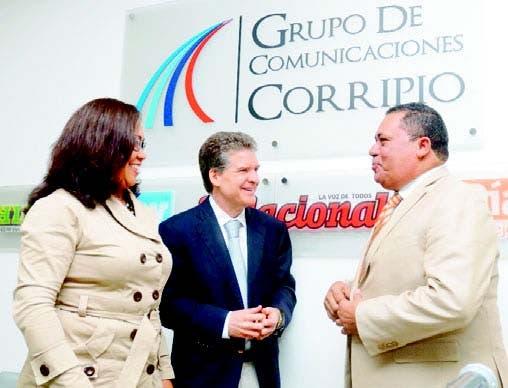 El empresario José Alfredo Corripio conversa con Ana Vásquez