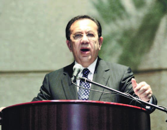El gobernador del Banco Central, Héctor Valdez Albizu