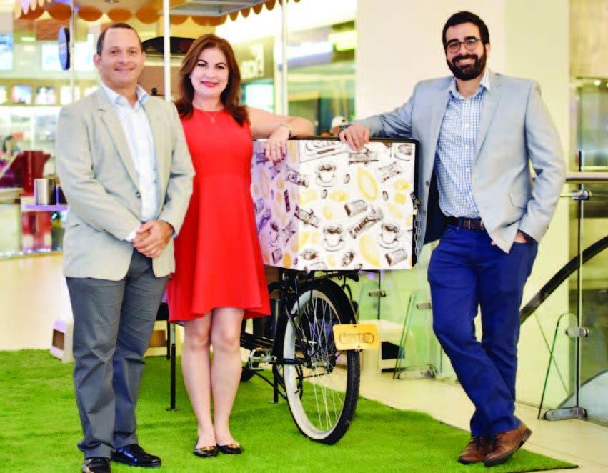 Cortés Hermanos celebra  con   'choco- bicicleta' y árbol gigante llegada de Navidad