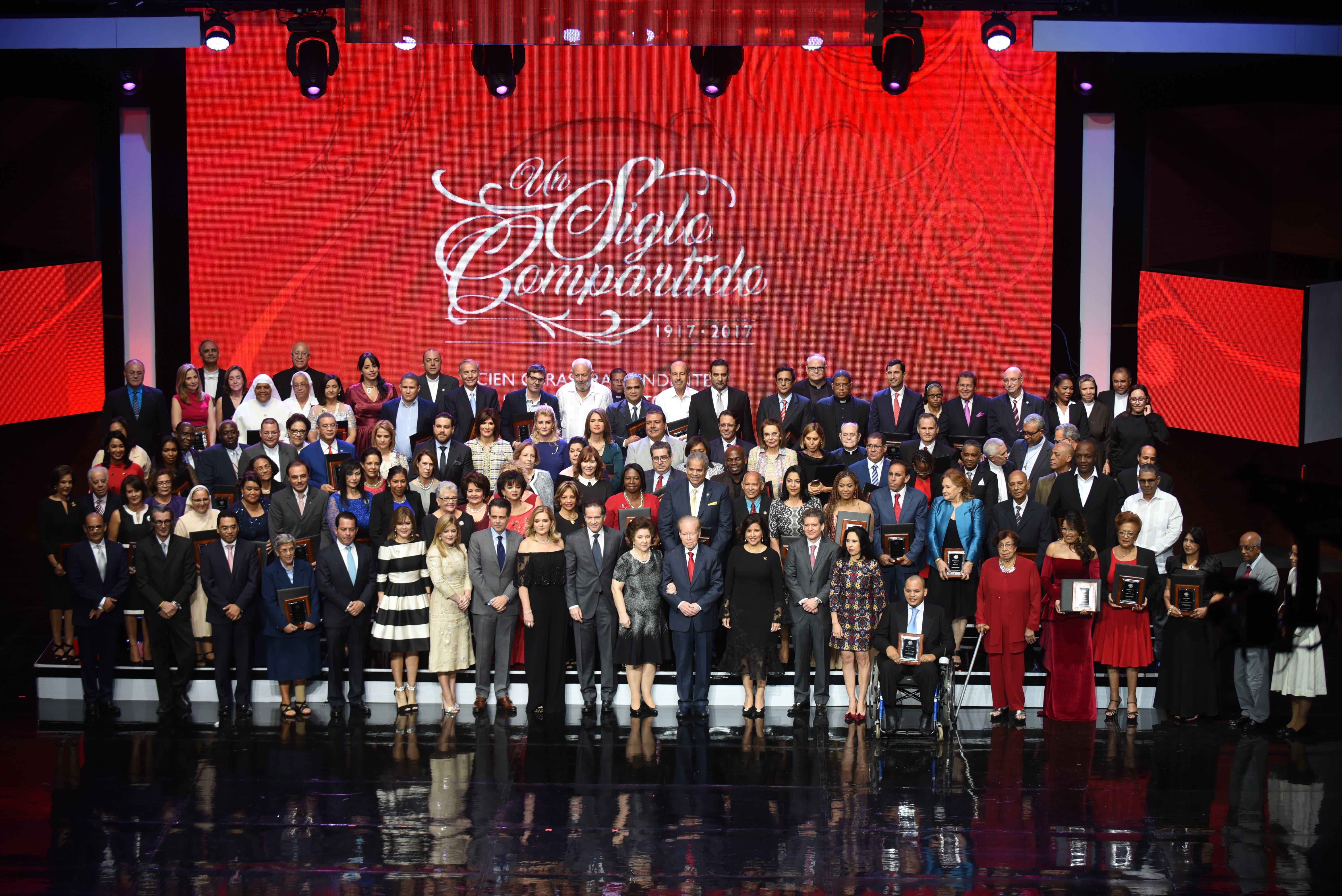 Fundación Corripio y familia Corripio premian labor de 100 instituciones del país. Foto: Arismendy Lora