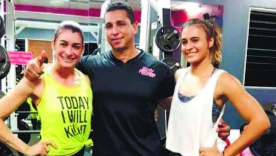 Himilce Cruz y Gabriela García junto a su entrenador Edgar López