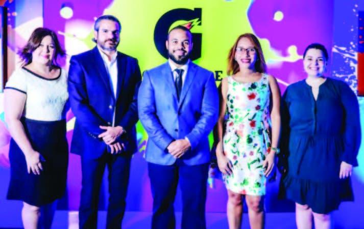 Kendy Villalona y Manuel Rojas, directores de la Unidad Coasis; Mario Abreu, gerente de Mercadeo; Gina