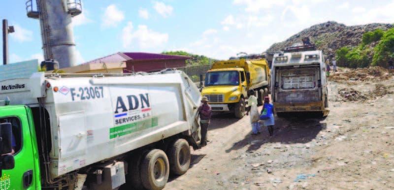La entrada de camiones recolectores al vertedero de Duquesa es constante, desde municipios del GSD