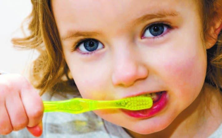 La salud bucodental infantil incluye la prevención primaria de la caries dental.
