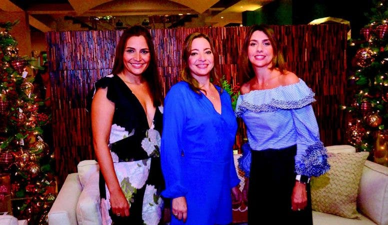 Las anfitrionas Altagracia Isa, Theany Isa y Aimeé Arbaje