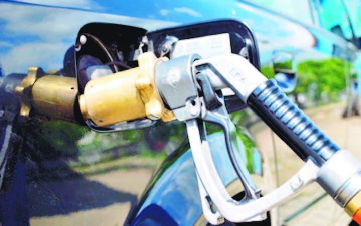 Las gasolineras están a la espera de que las autoridades permitan vender los combustibles líquidos y el GLP en una misma estación