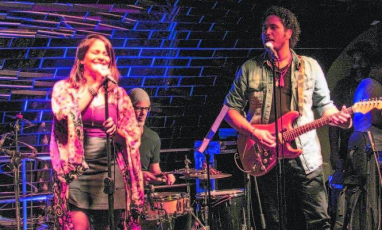 Los cantantes Ana Fé y Luis Payán durante una de sus presentaciones en el país.