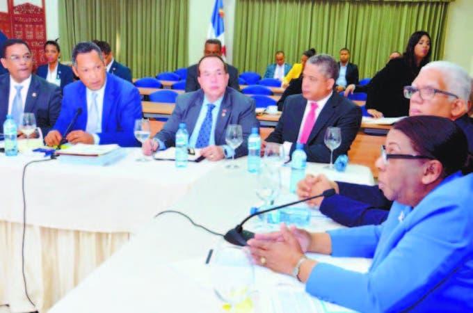 Los miembros de la Cámara de Cuentas se reunieron con la comisión que estudia el Presupuesto General