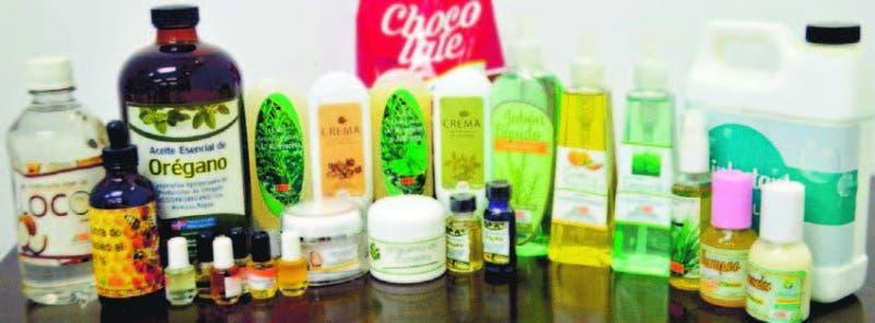 Muestra de algunos productos cosméticos y aceites esenciales desarrollados por el IIBI.