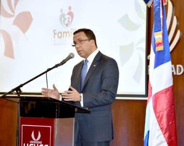 Navarro asegura que sin la integración de la familia a la escuela no habrá calidad educativa
