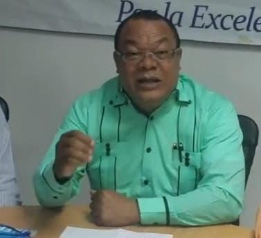 El Presidente de  FAPROUASD,  Santiago Guillermo.