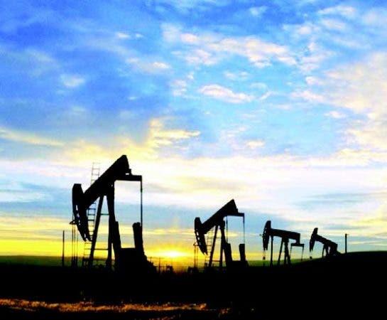 Petróleo sube ante posible extensión de acuerdo de OPEP