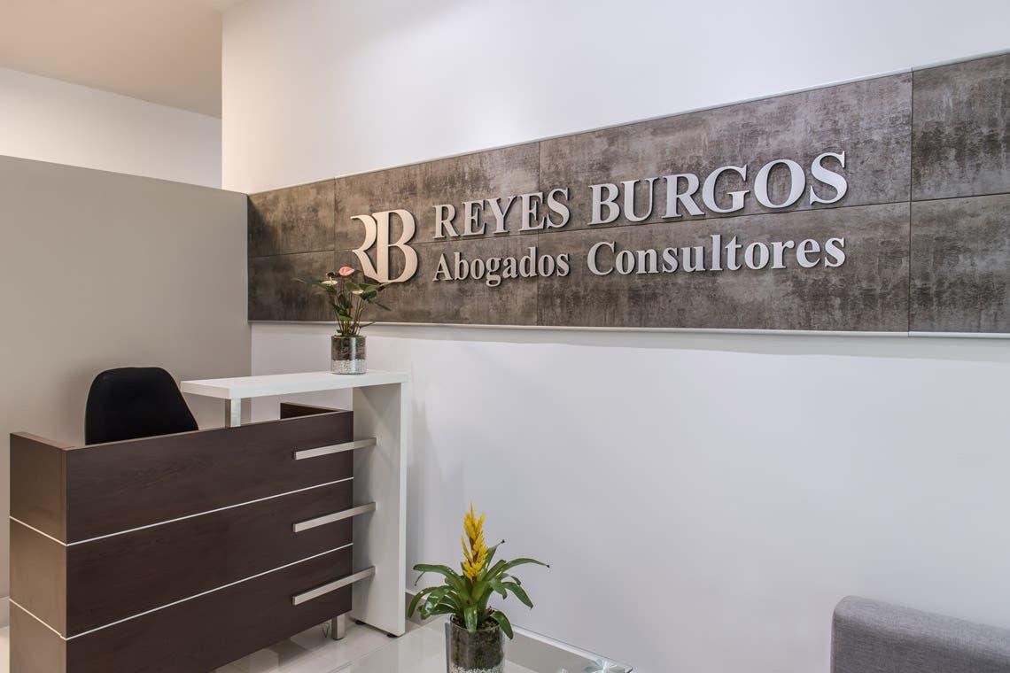 Firma de abogados inaugura oficinas con mucho regocijo