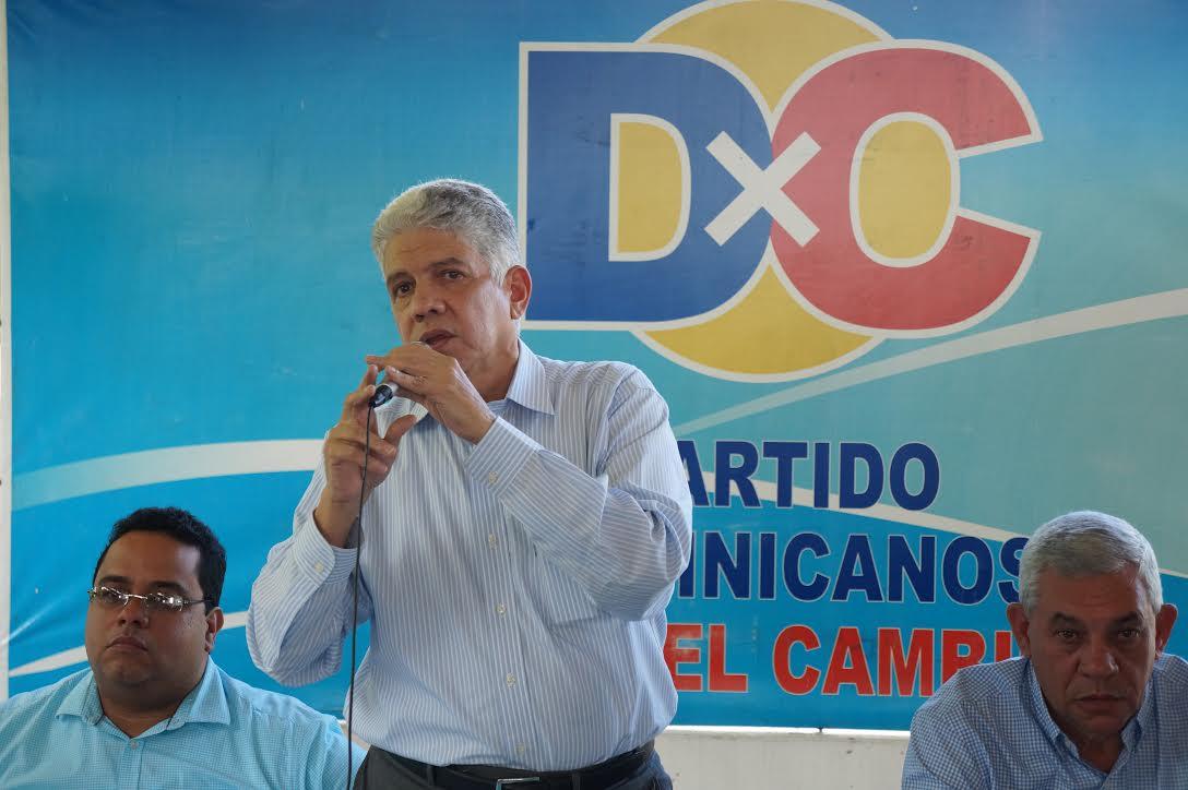Eduardo Estrella pide revisar contrato peaje