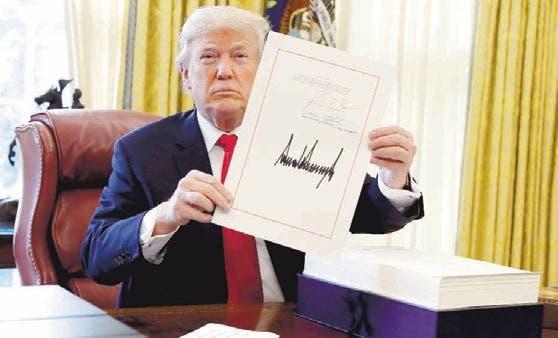 Aprueban iniciativa para evitar que Trump se quede sin fondos