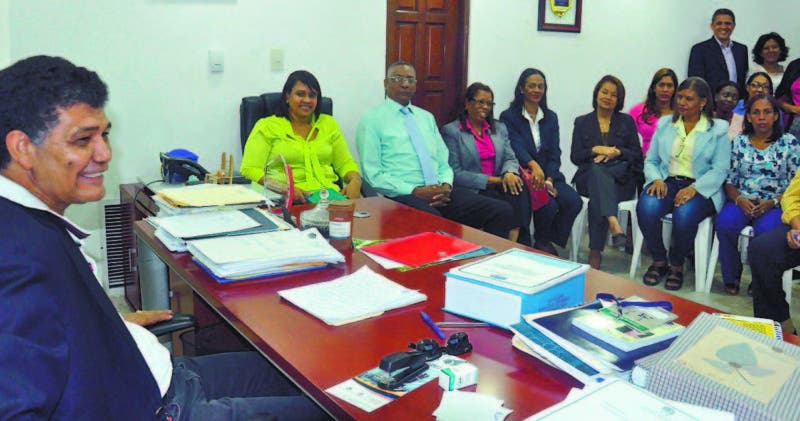 Alcalde Francisco Peña, analiza el presupuesto para el 2018 junto a su equipo en la sede del cabildo