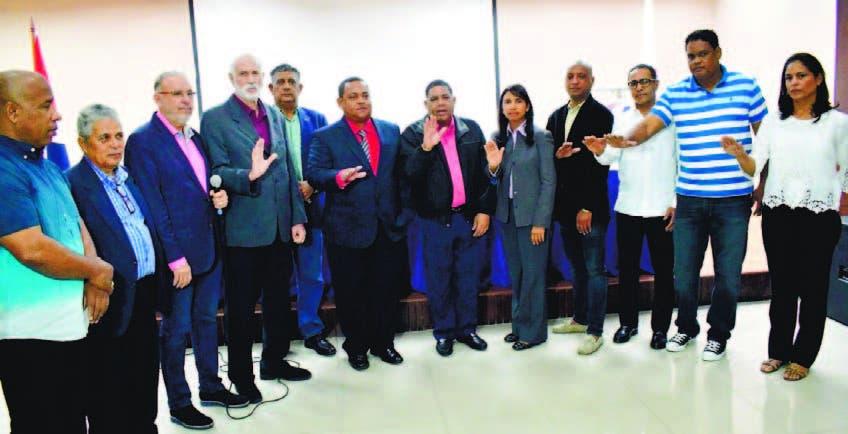Antonio Acosta toma juramento al nuevo Comité Ejecutivo de la Federación Dominicana de Triatlón