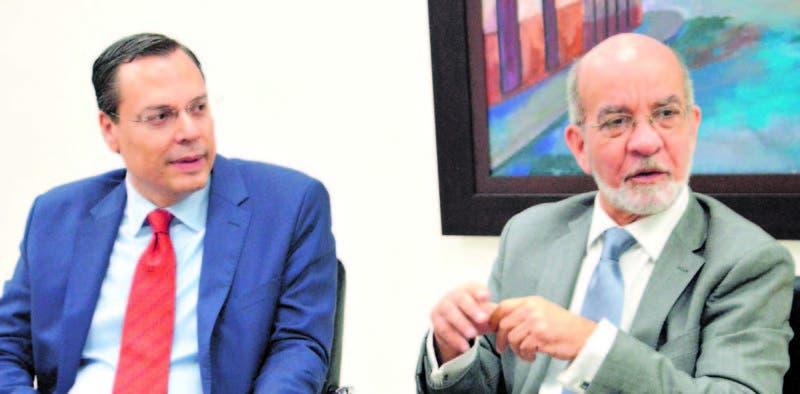 Bela Szabo miembro de ADEIC y Daniel Pou, consultor en materia de seguridad durante una entrevista en HOY