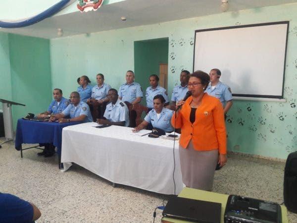 Cruz María Rosario%2c Directora Distrito Escolar 10-04