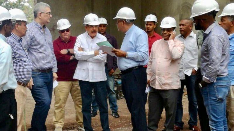 El presidente Danilo Medina estuvo hoy en Bayaguana. Supervisó las instalaciones donde se construye el nuevo Santuario del Santo Cristo de Bayaguana.