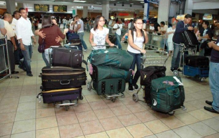 Pasajeros del AILA. Foto de archivo: Fuente externa.