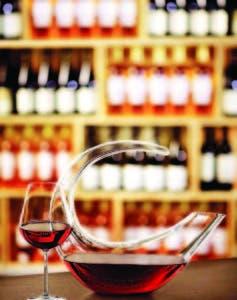 El decantador permite que el vino evolucione y exprese mejor y más rápido sus cualidade s.