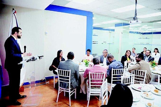 El director ejecutivo del Consejo Nacional de Competitividad, Rafael Paz, en el encuentro con periodistas