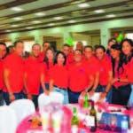 El director general del Invi, Mayobanex Escoto, durante la fiesta.