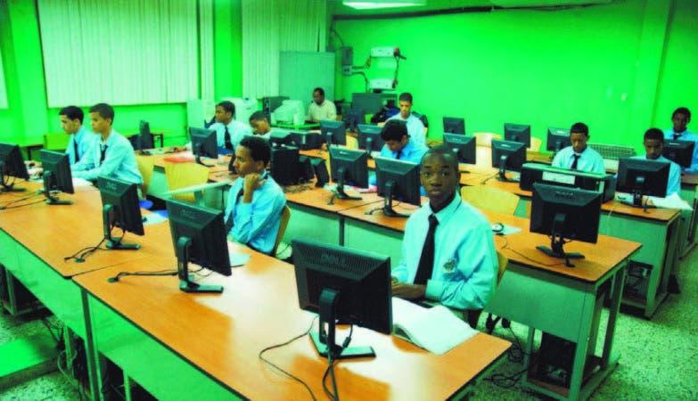 El estudio tomó como muestra de referencia a 382 alumnos a nivel nacional